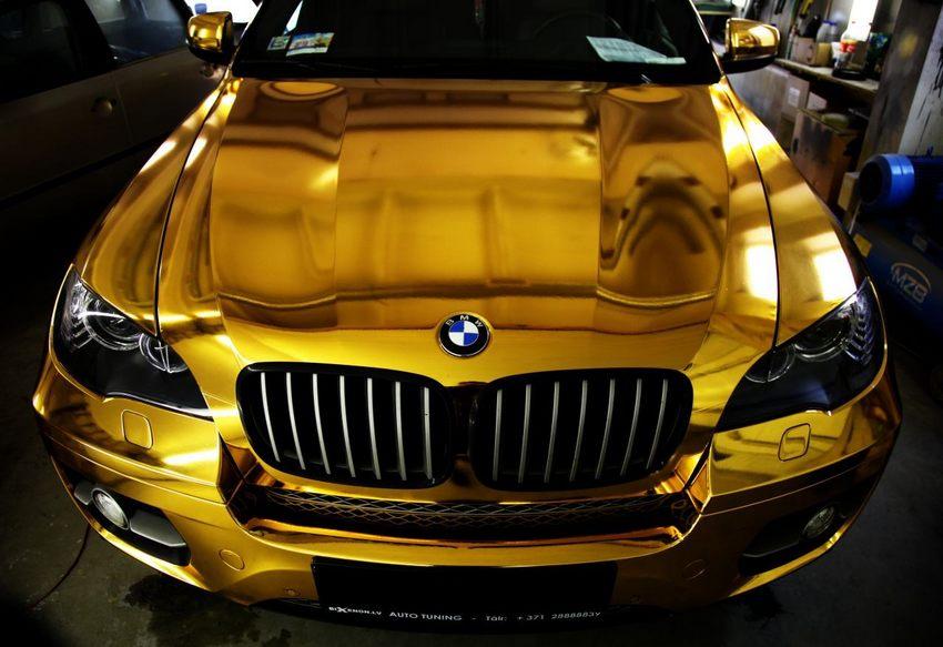Оклейка золотой хромированной (зеркальной) пленкой авто в Москве