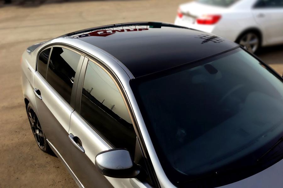 Оклейка крыши черной глянцевой пленкой по низкой цене в Москве — «Измени Авто»
