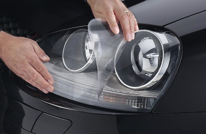 Прозрачная защитная пленка на фары автомобиля — оклейка по низкой цене в Москве в компании «Измени Авто»