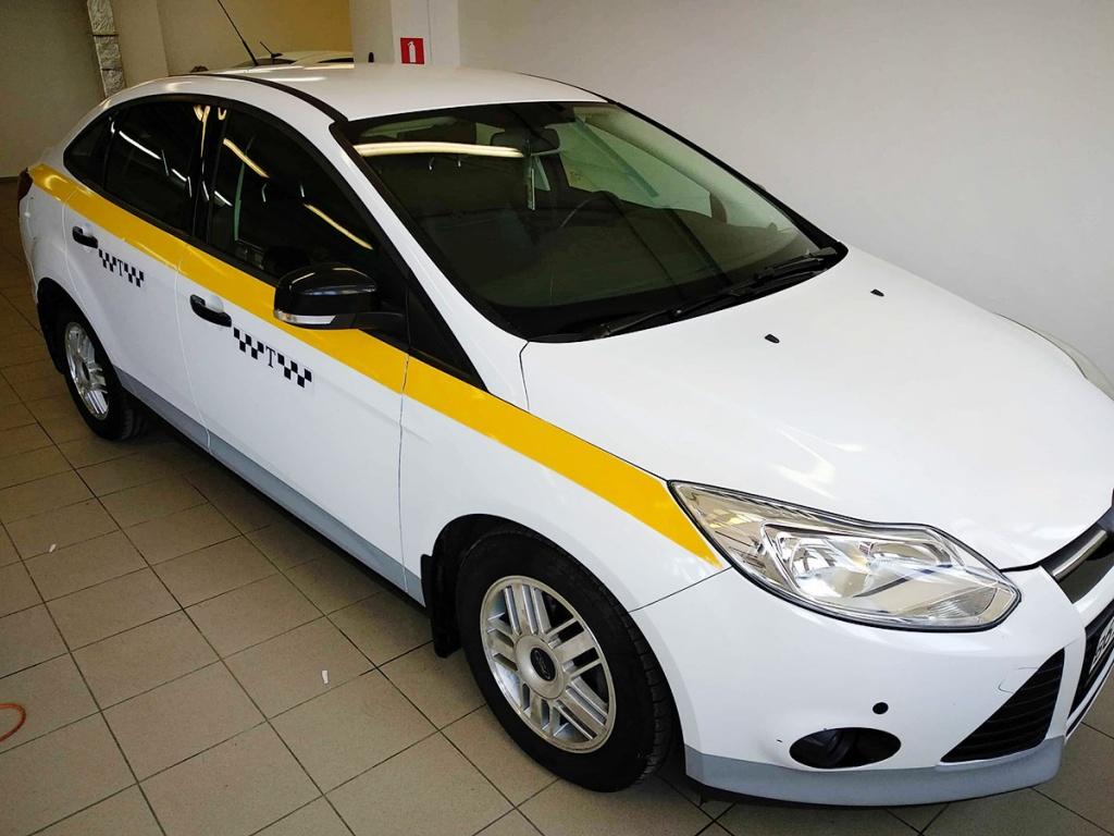 Оклейка автомобиля под такси белой пленкой недорого в Москве — «Измени авто»