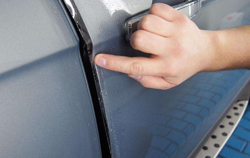Антигравийная пленка для защиты дверей авто — оклейка по низкой цене в Москве в компании «Измени Авто»