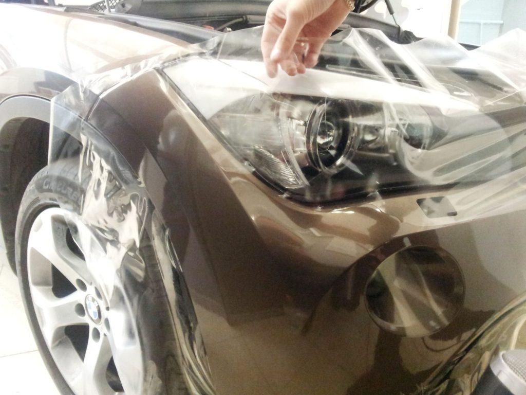 Антигравийная защита для фар авто — оклейка пленкой в Москве в компании «Измени Авто»
